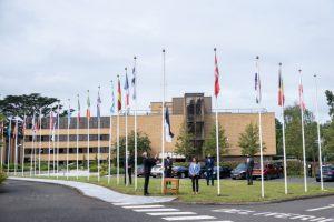 Eesti lipu heiskamine Inglismaal Readingis asuva ECMWFi (Euroopa Keskpika Ilmaennustuse Keskuse) peakontori ette.